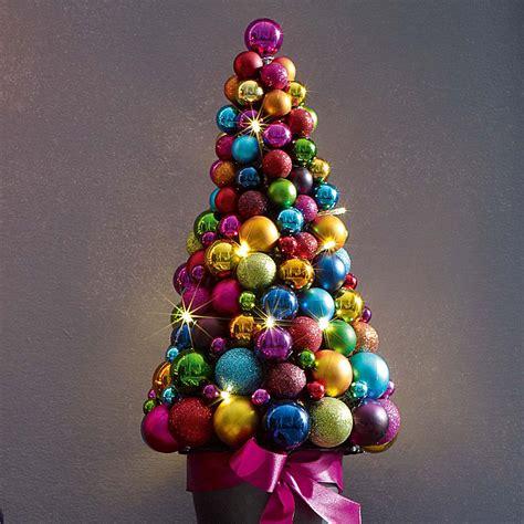 weihnachtsbaum aus kugeln kugel tannenbaum advent advent