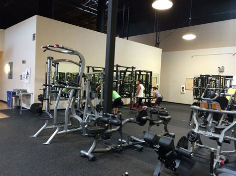 gyms hiring front desk gold s in gilroy gold s office photo glassdoor