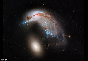 Incredible Nasa image shows what happens when two galaxies ...