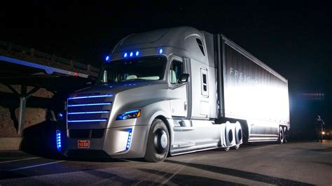 4 Things You Should Know About Freightliner's Selfdriving