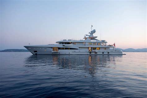 miami yacht show   valentines day
