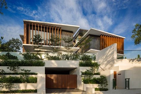 Rhythmic Timber Louvres Line Namly View House In Singapore