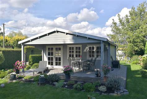 Gartengestaltung Mit Gartenhaus by Gartenhaus Wird Zum Ferienhaus Im Garten Urlaub Machen
