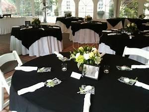Tischdecke Schwarz Weiß : 47 elegante hochzeitstische in schwarz wei arrangiert ~ Sanjose-hotels-ca.com Haus und Dekorationen
