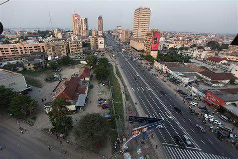 File:Boulevard du 30 juin, Kinshasa.jpg - Wikimedia Commons