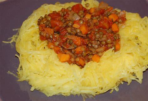 cuisiner la courge spaghetti courge spaghetti 224 la bolognaise de lentilles maman 231 a