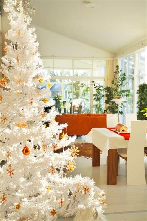 Weihnachtsbaum Modern Geschmückt by Skandinavisch Wohnzimmer Mit Wei 223 En K 252 Nstlichen