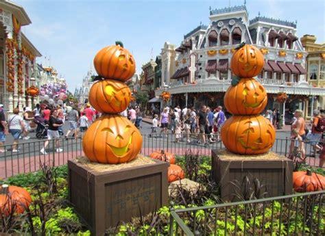 halloween decor appears early   magic kingdom  disney blog