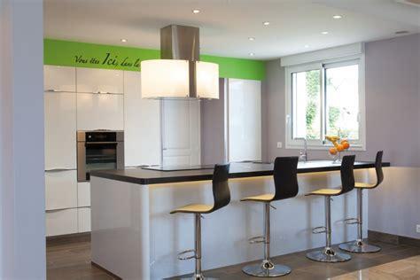 la hotte de cuisine où placer la hotte cuisines et bains