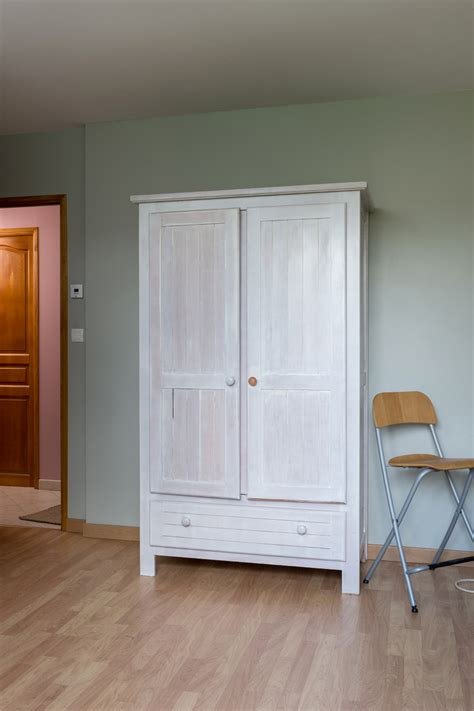 transformer une armoire en bureau transformer une armoire en secrétaire diy family