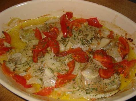 comment cuisiner la truite au four recette de filets de poisson au four la recette facile