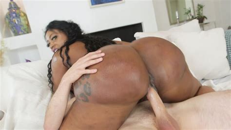 A Big Ass Black Woman That Has A Nice Round Ass Is Having
