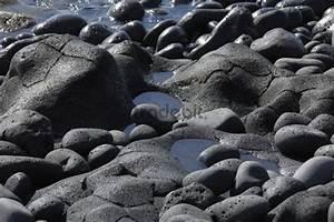 Runde Flache Steine Kaufen : runde schwarze steine an felsk ste ~ Michelbontemps.com Haus und Dekorationen