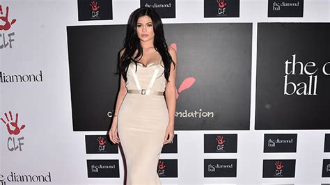 Kylie Jenner Calls Out 'Disrespectful' Paparazzi on ...