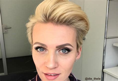 42 Sexiest Short Hairstyles for Women Over 40 in 2018