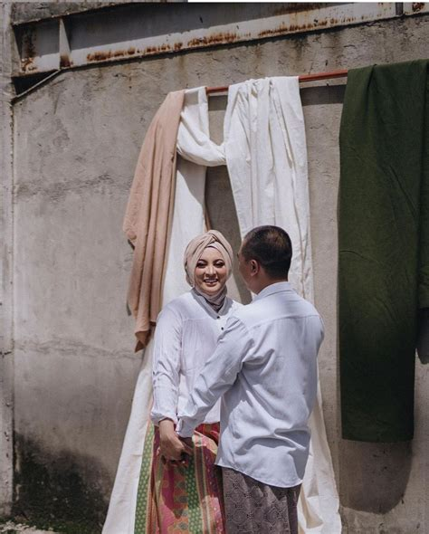 Maybe you would like to learn more about one of these? 9 Inspirasi Foto Prewedding ala Jane Shalimar dengan Properti Kain