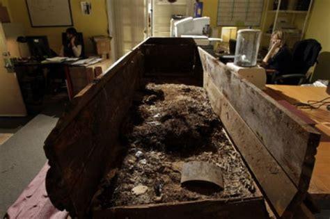bureau de change prague le frère de harvey oswald dénonce la vente du cercueil