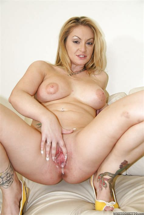 Curvaceous Milf Enjoys Fmm Groupsex And Gets Her Cunt