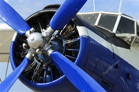 grreat choice crate airplane propeller engine plane prop engine foto