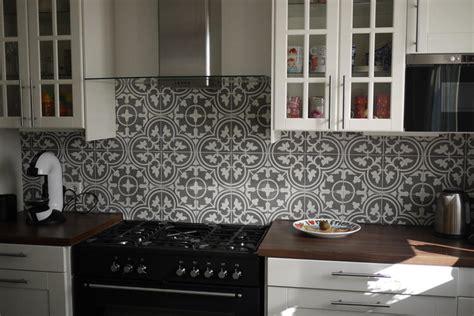 Tegels In Keuken Zetten by Portugese Tegels Zetten Achterwand Keuken Werkspot