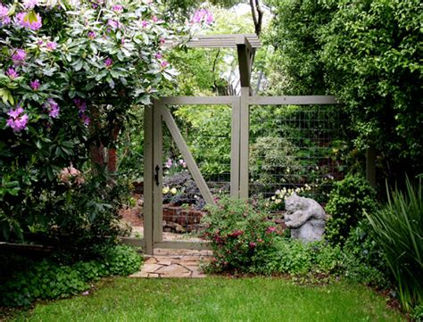 sublime chicken wire fence for garden decorating ideas