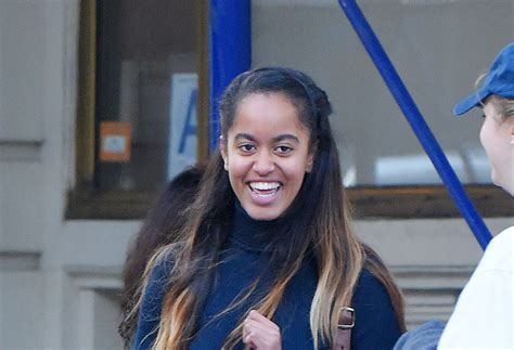 Malia Obama sings in New Dakotas music video for Walking