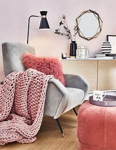 Rosa Deko Wohnzimmer : ein leseecke mit einem statement sessel darf in keinem wohnzimmer fehlen ein kuscheliges fell ~ Frokenaadalensverden.com Haus und Dekorationen