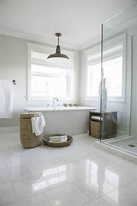 41 photos qui vont vous presenter le carrelage brillant With carrelage blanc salle de bain