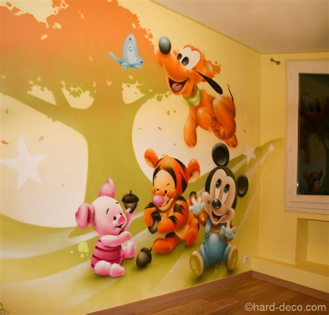chambre mickey décoration personnages mickey pluto tigrou et porcinet