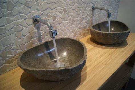 stenen dorpel toilet wasbak waskom riverstone riviersteen natuursteen badkamer