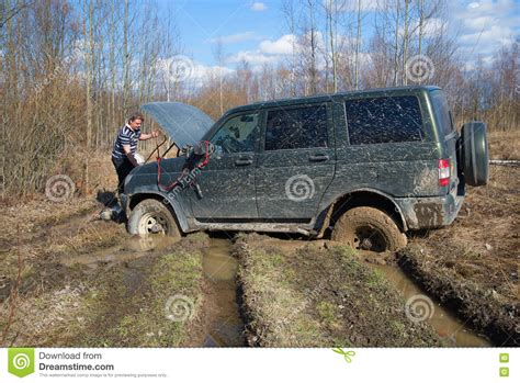 Jeep Pulls The Car Out Of The Mud Stock Photography