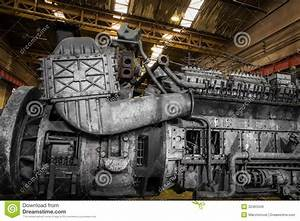 Huile De Moteur Diesel : moteur diesel de train image stock image du boyau huil 32463349 ~ Melissatoandfro.com Idées de Décoration