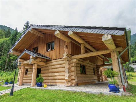 einzigartiges rundstamm blockhaus  den alpen mit
