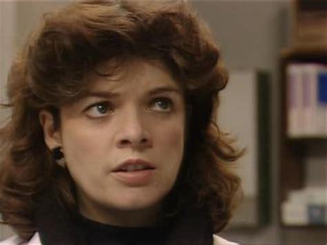 actress julia watson casualty s1e12