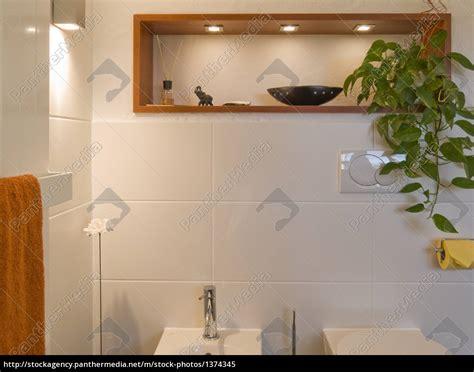 regal über toilette bad modern toilette bidet regal frontal stockfoto 1374345 bildagentur panthermedia