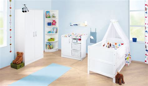 meuble chambre de bébé lit bébé évolutif 140x70 et commode à langer