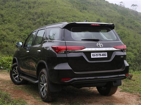 Toyota Fortuner Wallpaper by Car Wallpaper Toyota Fortuner Car Hd Wallpaper