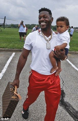 NFL players arrive at training camp in helicopters and ...