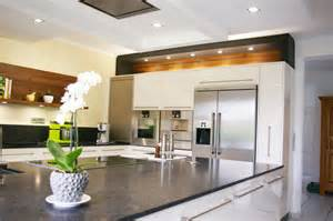 kitchen showroom ideas cuisine americaine moderne 2817 design