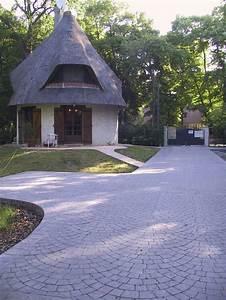 cour de stationnement et chemin d39acces en beton articimo With escalier de maison exterieur 16 beton decoratif une solution esthetique pour votre cour