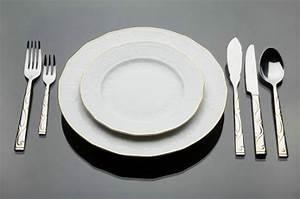 Couvert De Table Design : verres table ~ Teatrodelosmanantiales.com Idées de Décoration