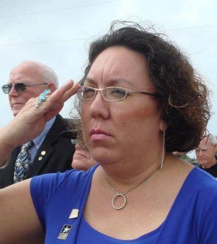 retired female army lieutenant shows support combat ban removal