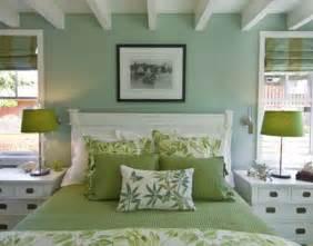 Gold Bead Curtain by 10 Dormitorios De Pareja Decorados En Verde Y Blanco