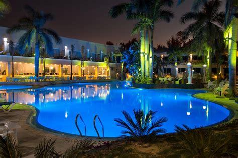 Og står og kigger på et stort kort, hjerte es. PARADISE INN BEACH RESORT $31 ($̶1̶1̶9̶) - Updated 2021 Prices & Hotel Reviews - Alexandria ...