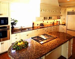 Light cabinets with baltic brown granite | For the Home in ...