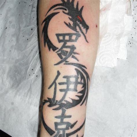 tatouage avant bras homme tribal cochese tattoo