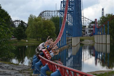 Superman Ride of Steel - Intamin Amusement Rides