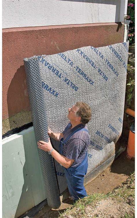 mauer gegen feuchtigkeit abdichten drainage hauswand aufbau tipp keller abdichtung gegen