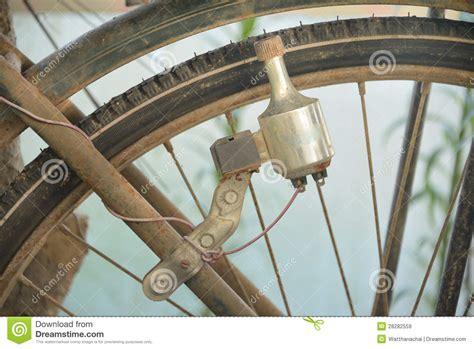 vieille dynamo d une bicyclette images libres de droits