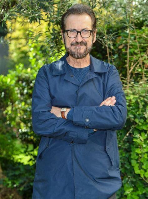 """Marco giallini è un attore di teatro, cinema e televisione italiano, protagonista della serie tv di rai 1 con sua moglie ha avuto due figli: Marco Giallini: """"Mio fratello ha 49 anni ma è come un ..."""